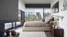 Diseño Interior — DORMITORIOS MODERNOS  Diseño de dormitoirio con una cama de enormes dimensiones, cómoda, alta, repleta de almohadones, que nos invita a relajarnos en el espacio más privado de la casa. Ambiente donde se destaca la luminosidad...