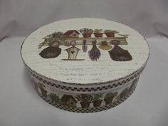 Caixa redonda grande em MDF, decorada com pintura provençal e decoupagem. R$ 58,00