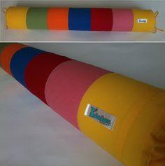 Rolo para berço confeccionado em tecido 100% algodão, enchimento em espuma tubo de 10cm de diâmetro forrada em tnt.  Capa removível que facilita a lavagem da peça.  *As cores podem ser escolhidas e o modelo personalizado. Consulte disponibilidade. **Valor unitário. R$ 54,90