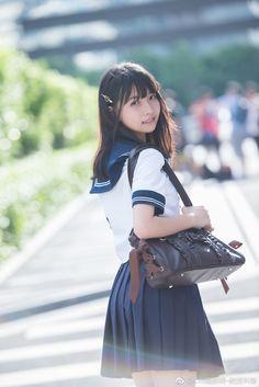 微博 School Girl Japan, School Girl Outfit, School Uniform Girls, Girls Uniforms, High School Girls, Japan Girl, Girl Outfits, School Uniforms, Cute Asian Girls