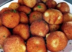 Fried potato balls filled with vegetables and cheese! Bread Dough Recipe, Hungarian Recipes, Fried Potatoes, Food 52, I Foods, Vegas, Bacon, Food And Drink, Appetizers