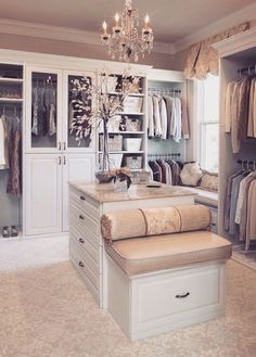 Our Favorite Pins Of The Week: Dream Closets This closet for some random reason reminds of the closet from The Princess Diaries idk why? The post Our Favorite Pins Of The Week: Dream Closets appeared first on House ideas. Master Bedroom Closet, Dream Bedroom, Bedroom Closets, Extra Bedroom, Master Closet Design, Master Room, Master Suite, Master Bath, Sweet Home