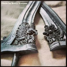 1 Desa Pembuat Keris Tradisional, Mahakarya Indonesia   KASKUS Balinese Tattoo, Medieval, Martial Arts Weapons, Indonesian Art, Dagger Tattoo, Weapon Concept Art, Stamp Printing, Arm Armor, High Art