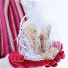 These biscotti make a great Christmas gift, and are delicious served with a sweet dessert wine. Homemade Christmas Gifts, Great Christmas Gifts, Christmas Baking, Homemade Gifts, Christmas Ideas, White Christmas, Diy Gifts, Italian Biscotti Recipe, Sweet Desserts
