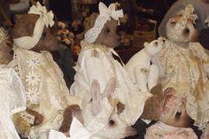 Prachtige kunstenaarsberen van Karin Bears,veel internationale deelnemers tijdens de aankomende 27e editie. 21 en 22 oktober 2017: Eén van 's werelds grootste poppenhuizen en Miniaturenbeurs parallel met de grote poppen en berenbeurs. Waar: Brabanthallen Den Bosch Nederland