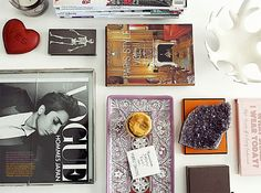 Glitter Girl: Claudia Stephenson Of Peep My Style Coffee Table Vignettes, Coffee Table Styling, Coffee Table Books, Decorating Coffee Tables, Table Decor Living Room, Hermes Box, Coffee Table Rectangle, Glitter Girl, Table Arrangements