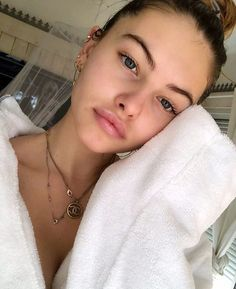 We all know the importance of 'personal skin care'. The opinion on how-to (for personal skin care) differs from person to person. Some people believe that going to beauty parlours every other day is personal skin care. Makeup Tips, Beauty Makeup, Hair Makeup, Hair Beauty, No Makeup, Makeup Tutorials, Beauty Trends, Beauty Hacks, Thylane Blondeau