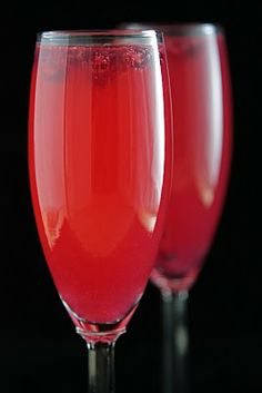 Pomegranate-Grapefruit Champagne Sparklers ... ooohh! yes plz!!! #cocktail