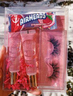 natural lip gloss Pink Glam Gloss and Lash Box Bundle Lip Gloss Homemade, Diy Lip Gloss, Gloss Labial, Lip Oil, Natural Lips, Natural Makeup, Natural Beauty, Glitter Lips, Glossy Lips