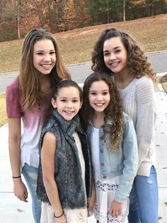 They are music artists and cool you tubers Hashtag Sisters, Sister Songs, Sisters Goals, Cute Sister, Famous Youtubers, Sister Pictures, Black Girl Braided Hairstyles, Star Clothing, Sisters Forever
