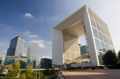 """See 2099 photos and 88 tips from 14067 visitors to Grande Arche de la Défense. """"New district in Paris. You can see the great 'arche. Work Overseas, Moving Overseas, Amazing Architecture, Modern Architecture, Taxi Moto, La Defense Paris, Cheap Flights And Hotels, Work Abroad, White Granite"""