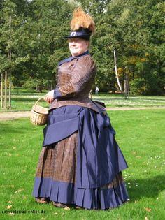 aime les couleur choisi et tissus                                                                                                                                                                                 Mehr Victorian Hats, Victorian Costume, Victorian Steampunk, Steampunk Costume, Steampunk Clothing, Steampunk Fashion, Victorian Fashion, Vintage Fashion, Plus Size Steampunk