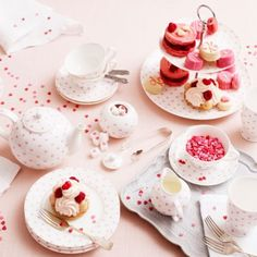 Set of 4 Bombay Duck Cake Plates Our Bisous collection with sweet heart print is a dreamy. Use it for a pretty afternoon tea setting or as everyday breakfast set. These items are presented in an adorable pink mini hat box and would make a lovely gift. They are part of the Bisous range by Bombay Duck and matching items are available (as pictured).  Please see my other items or contact me for details. hand wash only. afflink for eBay