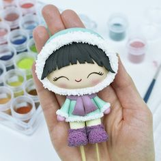Eskimo by crumb avenue Polymer Clay People, Polymer Clay Dolls, Diy Clay, Clay Crafts, Diy Christmas Mugs, Fondant People, Cake Topper Tutorial, Fondant Cake Toppers, Cake Craft