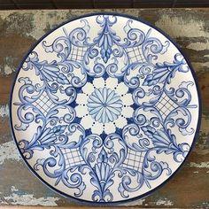 "Çini Desen Merkezi on Instagram: ""#çini #desen #moderndesen #klasikdesen #tahrir #çinipano"" China Painting, Ceramic Painting, Ceramic Art, Ceramic Plates, Ceramic Pottery, Decorative Plates, Italian Tiles, Polish Pottery, Hand Painted Ceramics"