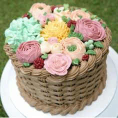 Wedding cake. Rustic theme.