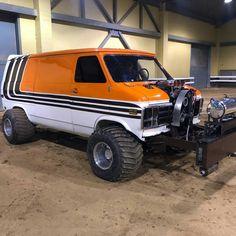 Love the blower and bumper Custom Pickup Trucks, Cool Trucks, Chevy Trucks, Truck And Tractor Pull, Tractor Pulling, Lifted Van, Diy Van Conversions, Gmc Vans, 4x4 Van
