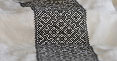 Hvordan syr man egentligsmøyg eller vevsøm? Jeg fikk et lite spørsmål fra damen bak denne nydelige bloggen her om jeg kunne si noe om h... Hardanger Embroidery, Crochet Top, Cross Stitch, Textiles, Pattern, Scandinavian, Ethnic, Ornament, Diy