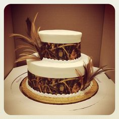 ♡ #Hunting / camo themed #wedding #CAKE ♡ For how to organise an entire wedding, within any budget PLUS lots of budget tips and other wedding ideas https://itunes.apple.com/us/app/the-gold-wedding-planner/id498112599?ls=1=8 ♥ THE GOLD WEDDING PLANNER iPhone App ♥  Weddings by Style http://pinterest.com/groomsandbrides/boards/