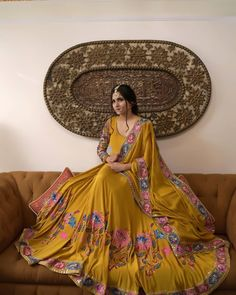 Dress Indian Style, Indian Fashion Dresses, Indian Designer Outfits, Indian Outfits, Embroidery Suits Punjabi, Embroidery Suits Design, Embroidery Designs, Hand Embroidery, Stylish Dresses For Girls