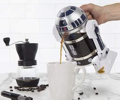 Start your morning with help from none other than with this Star Wars inspired coffee maker. is able to freshly brew 4 cups of piping hot java in just a matter of minutes and is the perfect gift for a coffee lover and Star Wars fan. Star Wars R Geek Gadgets, Cool Gadgets, Star Wars Gadgets, Grill Set, Geek Decor, Star Wars Gifts, French Press, Espresso Machine, Espresso Maker