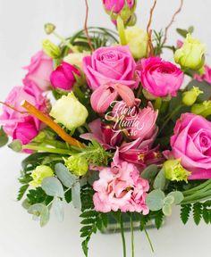 """Sweetheart"", in culori calde ca o imbratisare, este creat din trandafiri, lisianthus alb si roz, ranunculus si eucalipt. Pink roses, white and pink lisianthus, ranunculus and eucalyptus."