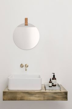 Miroir mural Enter / Ø 45 cm Ø 45 cm / Cuir naturel - Ferm Living Bad Inspiration, Decoration Inspiration, Bathroom Inspiration, Decor Ideas, Minimalist Home Decor, Minimalist Bathroom, Bathroom Basin, Small Bathroom, Neutral Bathroom