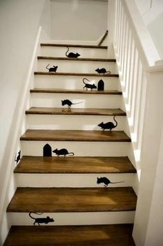 Hmmm, didn't think I had a phobia about mice until I saw this. Seriously could not walk up those stairs.