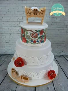 Chistering cake for little highlander girl:) gumpaste cradle is hand made :) some quick wafer paper flowers and tradiotional shoes/mountaineer mocassin Polish Wedding, Wafer Paper Flowers, Patterned Cake, Baby Cakes, Baby Party, Something Sweet, Gum Paste, Cake Designs, Wedding Cakes