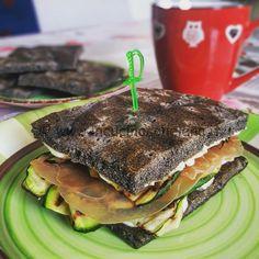 Ricetta Focaccia di quinoa nera con zucchine maionese e bresaola di tacchino