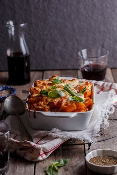 Chicken parmesan pasta bake combines classic Chicken Parm with pasta and a creamy sauce for a delectable, easy dinner recipe. Light Recipes, Wine Recipes, Indian Food Recipes, Cooking Recipes, Chicken Parmesan Pasta Bake, Chicken Pasta Recipes, How To Cook Pasta, How To Cook Chicken, Baked Spaghetti