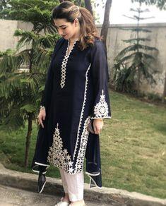 Pakistani Formal Dresses, Pakistani Suits, Embroidery Neck Designs, Embroidery Ideas, Dress Indian Style, Pretty Patterns, Anarkali, Indian Fashion, Kurti