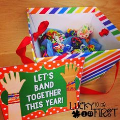 Welcome your students back to school with rainbow loom bracelets! {FREEBIE}