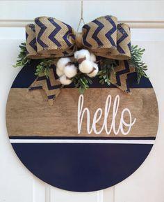 Wooden Door Signs, Wooden Door Hangers, Diy Wood Signs, Fall Crafts, Christmas Crafts, Crafts To Sell, Diy Crafts, Decoration Entree, Front Door Decor