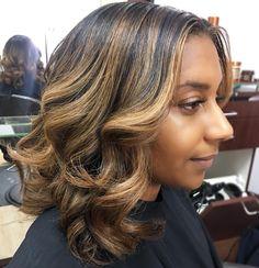 50 honey brown hair ideas for honey blonde hair color on brown skin Honey Brown Hair, Honey Blonde Hair, Light Brown Hair, Brown Skin, Dark Skin, Pressed Natural Hair, Dyed Natural Hair, Dyed Hair, Ombré Hair