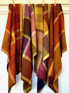 Hand Towels, Tea Towels, Warm Colours, Drawn Thread, Weaving Projects, Kitchen Linens, Weaving Patterns, Different Patterns, Stripes Design