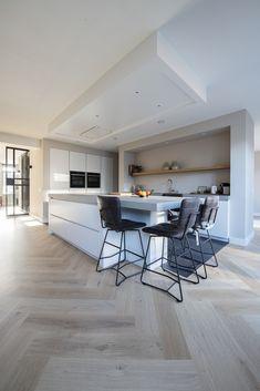 Visgraat Bauwerk Quadrato B-Protect Crema Interior Design Tips, Interior Design Living Room, Wood Floor Design, Rustic Kitchen Design, Cuisines Design, Interiores Design, Kitchen Interior, Home Deco, Home Fashion