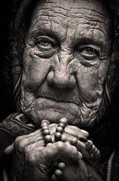 Trendy photography women old wisdom 63 ideas Old Faces, Many Faces, Face Photography, Photography Women, Black And White Portraits, Black And White Photography, Tattoo Week, Foto Portrait, Photoshop
