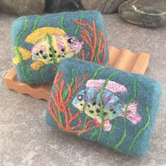 Felted Soap – Under the Sea theme with colorful fish, seaweed and orange coral. By Alaiyna B. Bath and Body Handmade Soaps, Handmade Crafts, Felted Soap Tutorial, Felt Gifts, Felt Pictures, Under The Sea Theme, Needle Felting Tutorials, Nuno Felting, Home Made Soap
