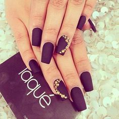 13 Plum Nails - It doesn't get much classier than this. Plum Nails, Burgundy Nails, Purple Nails, Fancy Nails, Gold Nails, Trendy Nails, Gold Manicure, Dark Nails, Fabulous Nails
