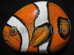 Painted Stone / River Rock/ Tropical/ Fish / por MeloArtGallery