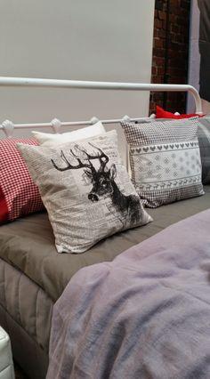 Poikasen kanssa touhuiluja ja muita huippujuttuja -bloggari teki yhdessä myös bloggaavan siskonsa kanssa pikastailaustehtävän. He halusivat tehdä makuuhuoneestaan lähestyvän talven takia kodikkaan ja rauhallisen - jouluisin maustein.