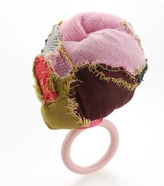 pink2 Doris Maninger Textile Jewelry Contemporary jewellery /Jewelry design