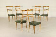 Gruppo di sei sedie; legno di faggio, imbottitura in espanso, rivestimento in similpelle. Discrete condizioni, presentano segni di usura, imbottitura de rifare.