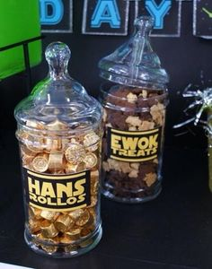 Hans Rolos and Ewok Treats at a Star Wars party think I just need the Ewok one. Ewok ally he way :) Ewok, Theme Star Wars, Star Wars Pinata, Anniversaire Star Wars, Star Wars Wedding, Star Wars Birthday, Baby Shower, Birthday Parties, Birthday Ideas