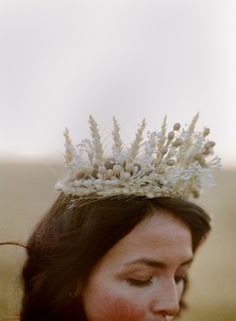 Game Of Thrones: a bridal crown of wheat and blooms. #tvwedding