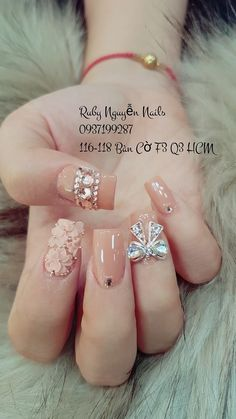 Pin by Anh Anh on Nail bột in 2019 Gorgeous Nails, Love Nails, Pretty Nails, Glittery Nails, Rhinestone Nails, Uñas Color Coral, Bow Nail Designs, Gel Nails, Acrylic Nails