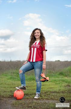 Senior Portraits Graduate Photography Class of Pictures High school Poses Soccer… – World Soccer News Soccer Photography, Photography Senior Pictures, Photography Classes, Senior Photos, Senior Portraits, Soccer Senior Pictures, Soccer Poses, Creative Senior Pictures, Girls Soccer