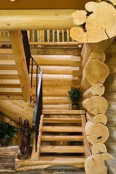 This log home has been circulating online, especially on Pinterest, for many months now. I was lucky enough to