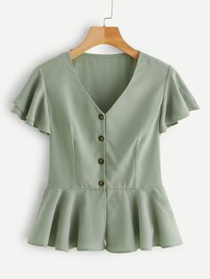 To find out about the Single-breasted Ruffle Hem Blouse at SHEIN, part of our latest Blouses ready to shop online today! Green Fashion, Look Fashion, Fashion Outfits, Diy Vetement, Summer Shirts, Summer Blouses, Mode Hijab, Lingerie Sleepwear, Cute Shirts